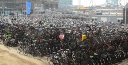 Parking de bicis en Utrech (Holanda)